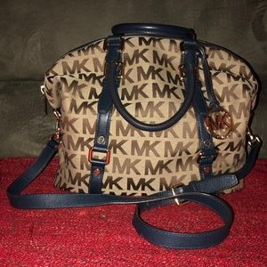 Authentic Michael Kors tote/crossbody/shoulder